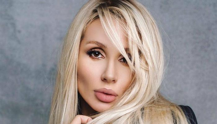 porno-plyazhe-foto-blondinki-odnoy-i-tozhe-mnogo