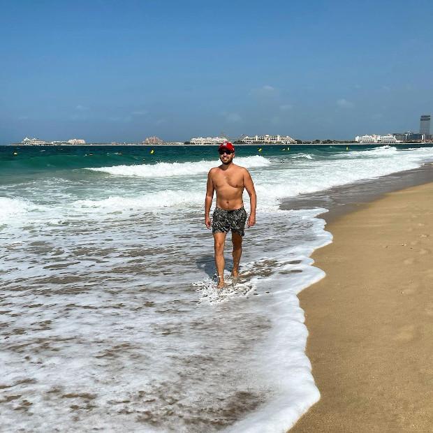 Александр Ревва устроил фотосессию на пляже